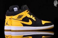 5066713ba80 NIKE AIR JORDAN 1 RETRO MID NEW LOVE voor €102,50 | Basketzone.net