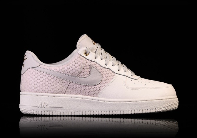 5d0c1525f89b NIKE AIR FORCE 1 '07 LV8 SAIL pour €92,50 | Basketzone.net