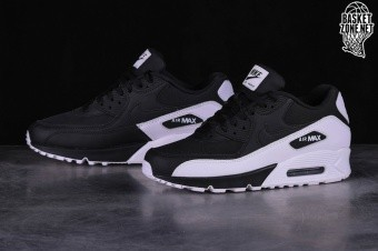 brand new 8693d 8c94f NIKE AIR MAX 90 ESSENTIAL OREO. 537384-082. PRICE  €115.00
