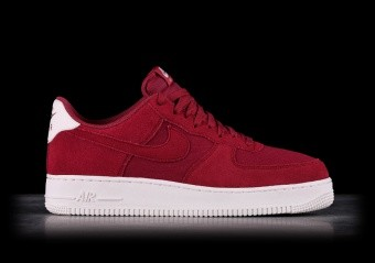 huge discount 649ea b1d42 SPORTS SHOES. NIKE AIR FORCE 1  07 SUEDE RED CRUSH